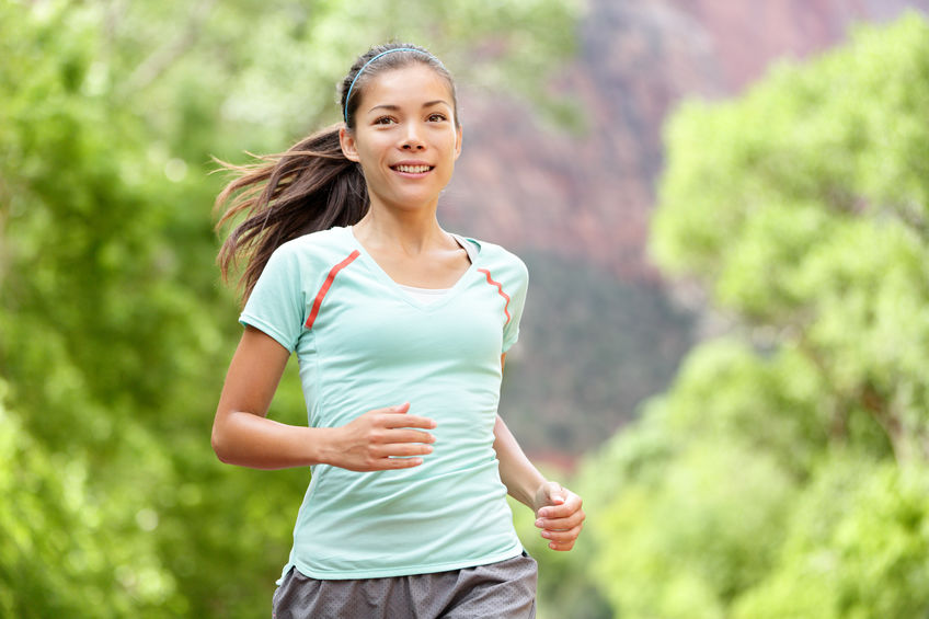 Vrouwenagent lopende opleiding die het gezonde leven leven