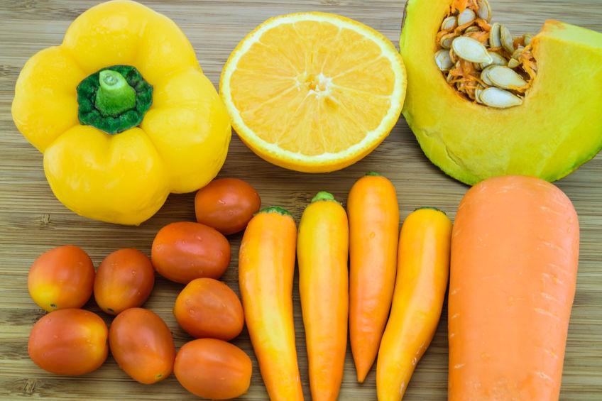 Oranje kleur groenten en fruit