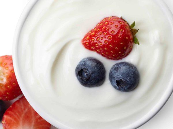 yoghurt en rood fruit