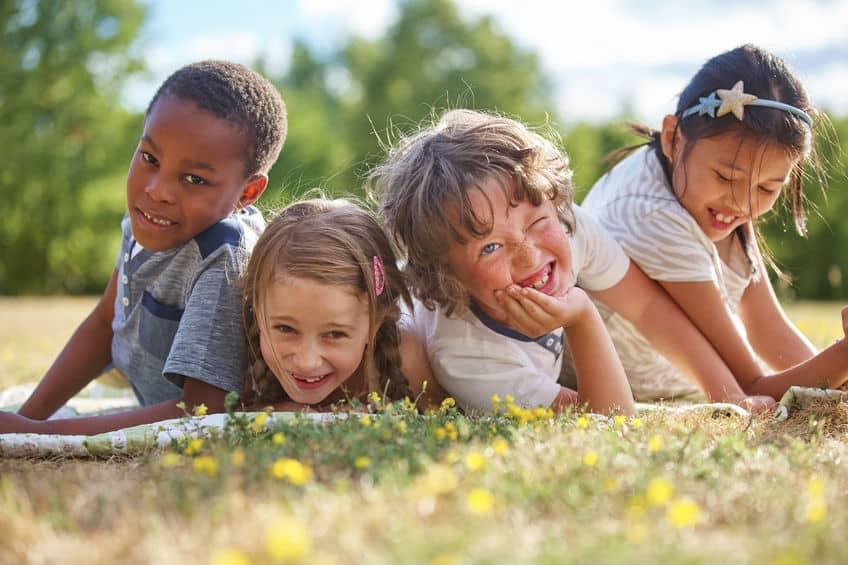 gezonde kinderen spelen