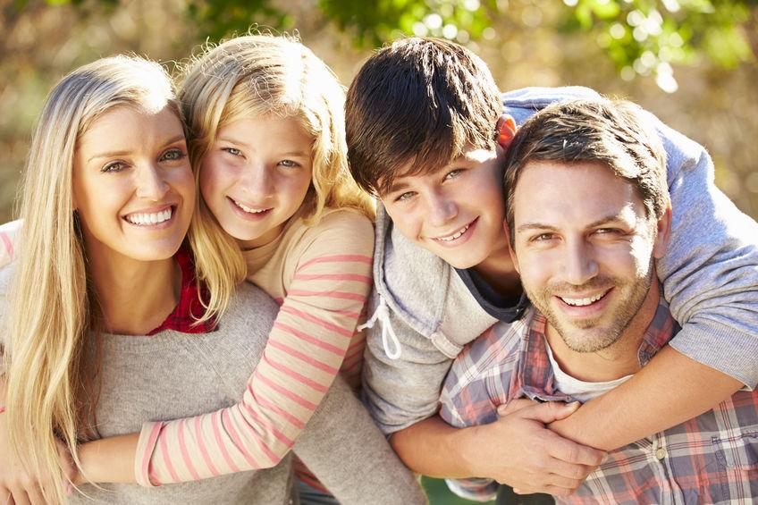 Portret van Spaanse familie in platteland