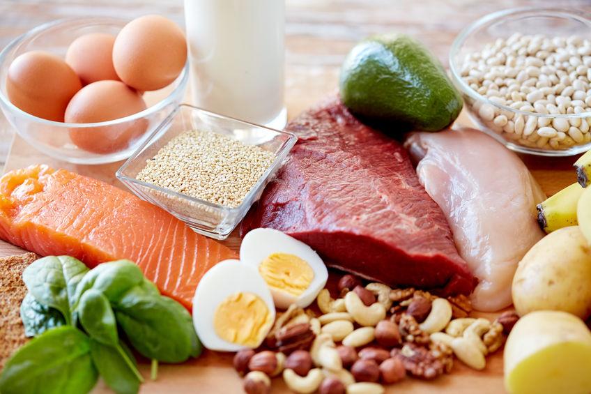 close up van verschillende etenswaren op tafel