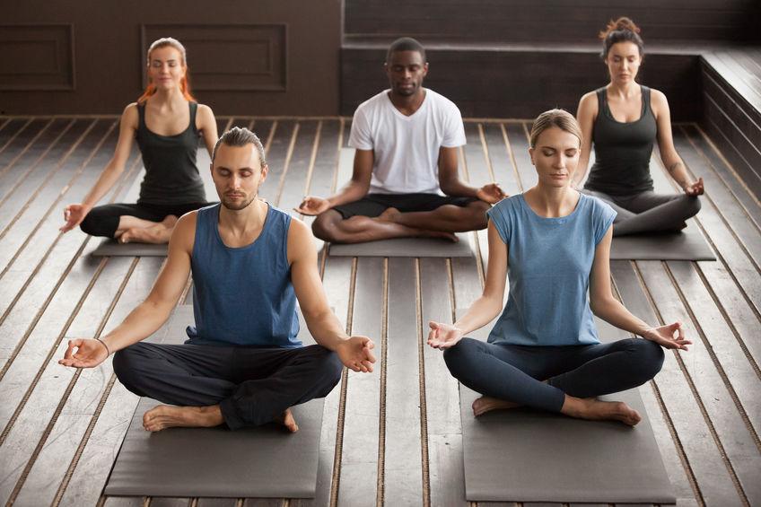 mensen mediteren