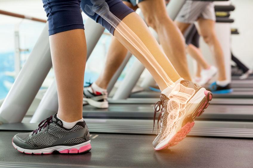 Loopster op loopband vitamine K helpt bij sterke botten