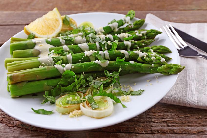 gezond bord met asperges