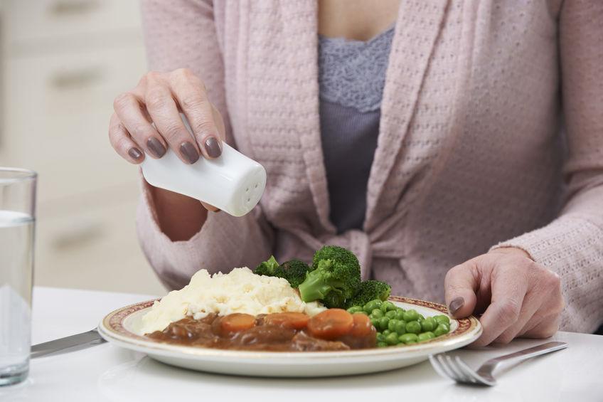 zout serveren in voedsel